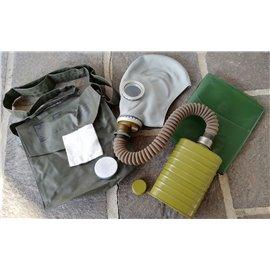 orig. Armee Schutzmaske ABC mit Schlauch, Filter, Ersatzgläser, Schutzumhang und Tasche